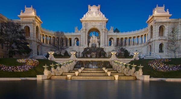 Tournee-des-monuments-historiques-pour-Marseille