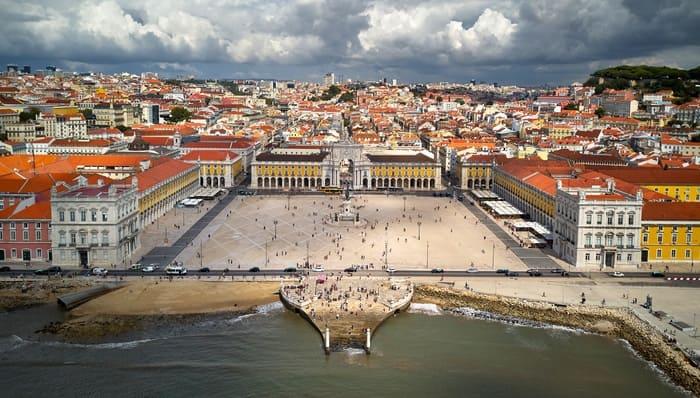La-Place-du-Commerce-Lisbonne