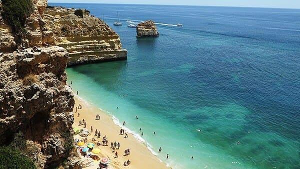 La-plage-de-Marinha-Portugal
