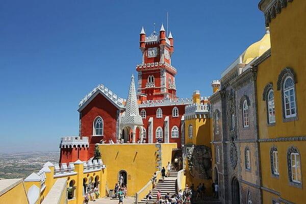 Il-Palacio-Nacional-da-Pena-e-il-suo-parco