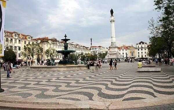 Place-de-Rossio-Lisbonne-en-4-jours