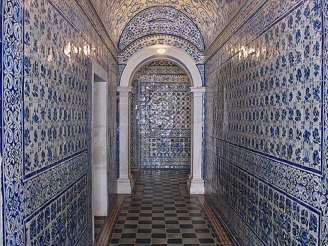 admirer-les-azulejos-et-explorer-la-ville.