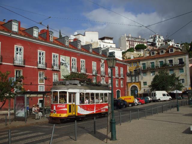 Fai-un-giro-per-Alfama-a-Lisbona
