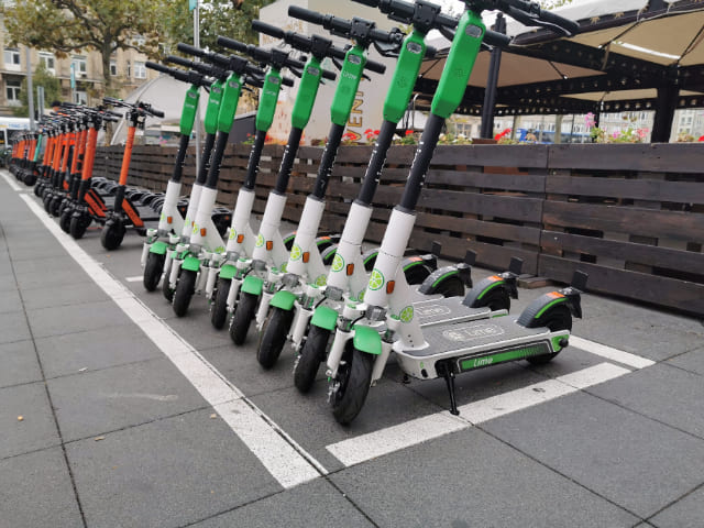 Noleggia-uno-scooter-elettrico